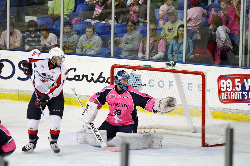 IMAGE: http://smerryfield.smugmug.com/Events/Plymouth-Whalers-1016201/IMG0315/1051358474_qUXep-L.jpg